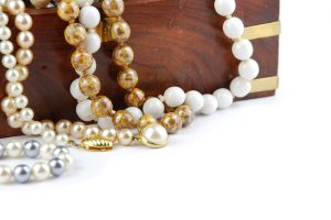 keeping-your-life-shimmering-with-wholesale-jewelry