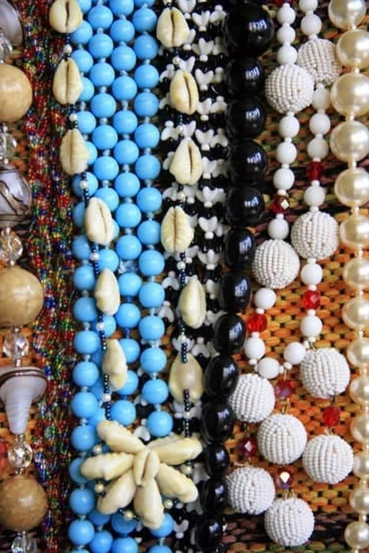 make a jewelry to make mom happy this holiday season