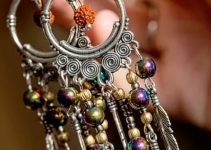 Sell Acrylic Jewelry Through Social Media Platforms